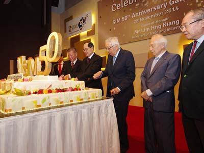 Khai trương khu học xá mới nhân dịp kỷ niệm 50 năm ngày thành lập SIM